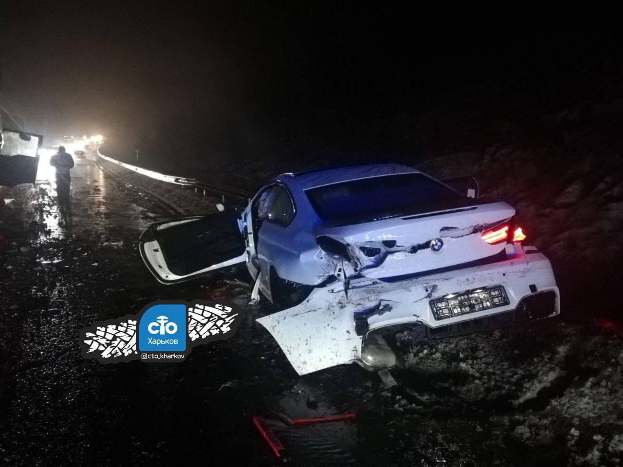 Серьезное ДТП в Харькове: водитель иномарки в шоковом состоянии (фото, видео)