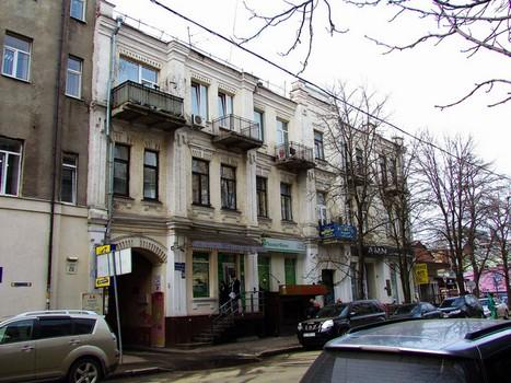 В центре Харькова обрушилась часть здания (фото, видео)