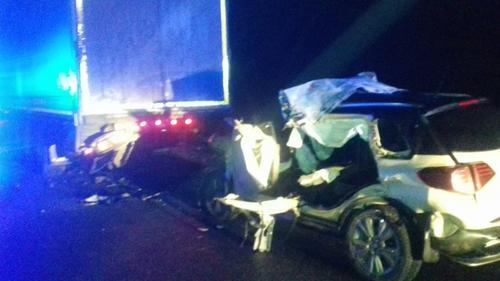 Серьезное ДТП под Харьковом: машина на скорости врезалась в грузовик (фото)