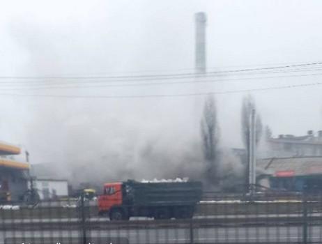 ЧП на автомойке в Харькове: территорию заволокло густым дымом (фото)