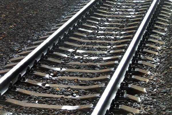 На Харьковщине мужчина чудом выжил после «встречи» с поездом