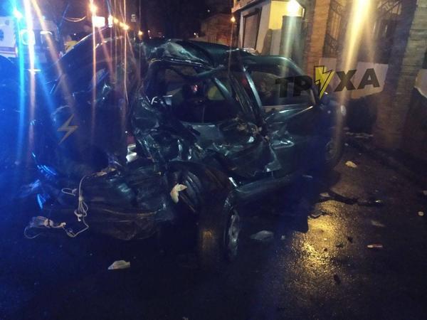 ДТП в Харькове: иномарка протаранила припаркованные авто, есть пострадавшие (фото, видео)