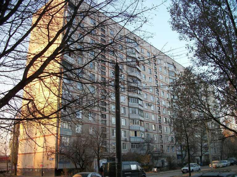 Сняла пуховик и прыгнула: подробности самоубийства студентки в Харькове (видео)