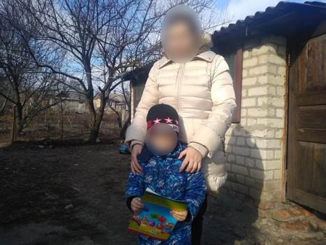 Приставил стул и вышел в окно: на Харьковщине ребенок сбежал, когда мать отвлеклась (фото)