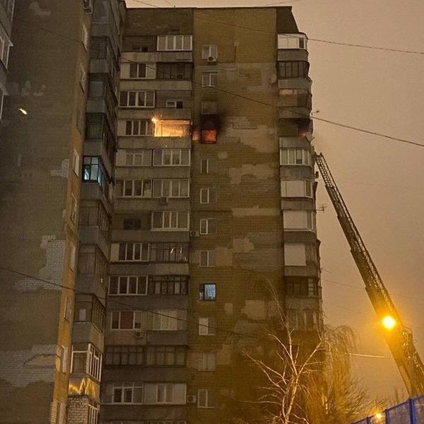 ЧП с погибшими в Харькове: спасаясь от стихии, мужчина повис на кондиционере (фото)