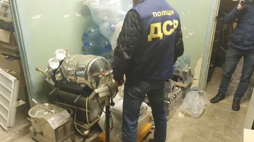 Группа харьковских бизнесменов попала в неприятности из-за спиртного (фото, видео)