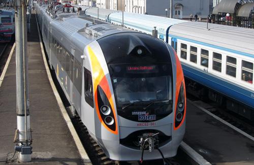 Пассажир поезда «Киев-Харьков» из-за подозрительных показателей вызвал полицию и спасателей (фото, видео)
