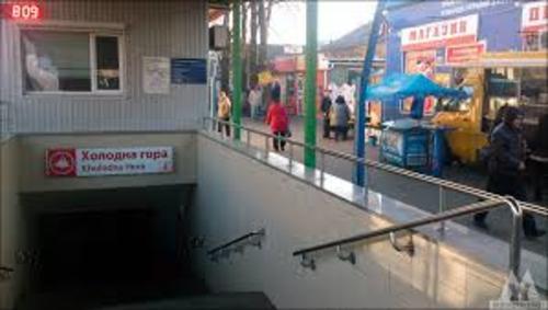 В Харькове на автовокзале мужчину оставили без денег и верхней одежды (фото)