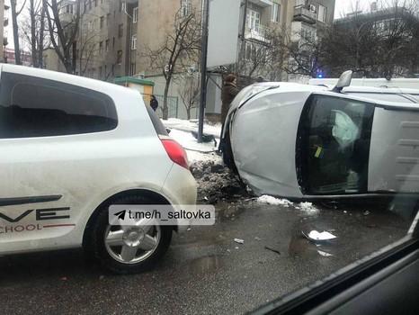 Машина автошколы из Харькова попала в аварию (фото, видео)
