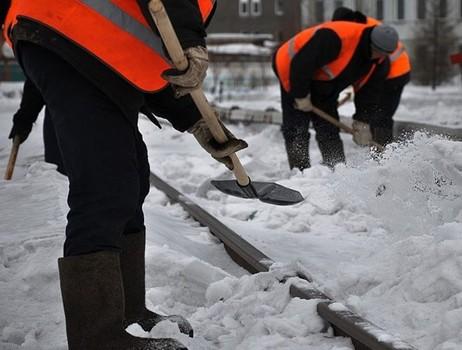 В Харькове мужчину заставили мести улицы из-за скандала с дворником