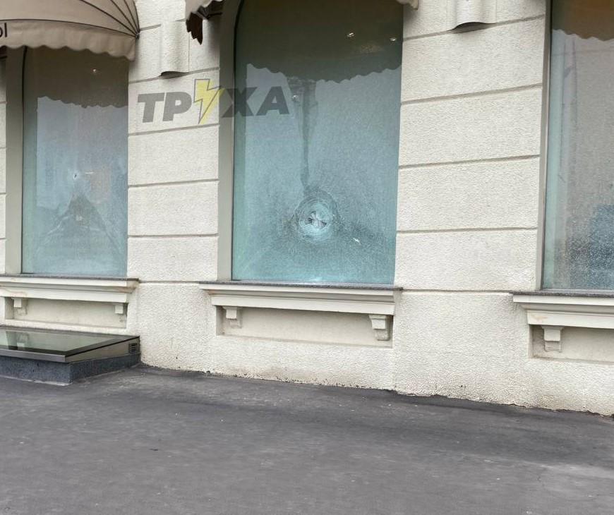 Погром магазина в центре Харькова: уличные видеокамеры зафиксировали злоумышленников (видео)