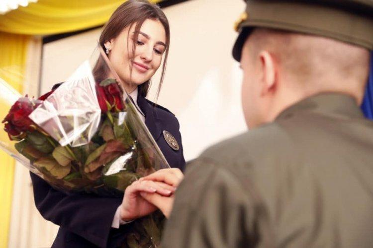 При полном зале. В Харькове парень сделал незабываемое предложение своей девушке (фото)