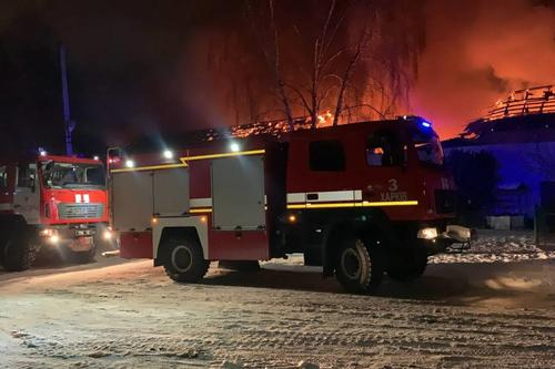 Масштабный пожар под Харьковом: помимо товаров, сгорел и транспорт (фото)