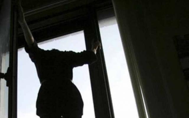В Харькове женщина покончила с собой в общественном месте