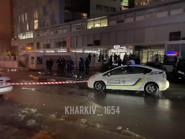 Смерть на входе в супермаркет в Харькове: появилось видео момента убийства