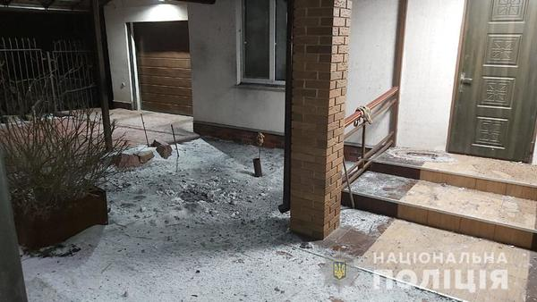 Под Харьковом во дворе жилого дома взорвалась граната (фото)