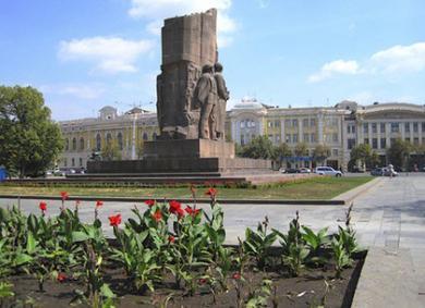 Харьков в XXI веке. 25 февраля – решили демонтировать известный памятник