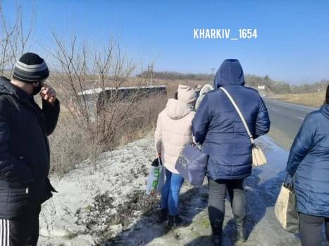 На Харьковщине автобус с пассажирами вылетел с трассы (фото)