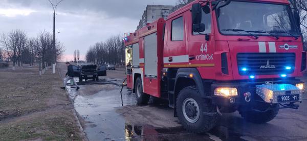 На Харьковщине два автомобиля вспыхнули на ходу (фото)