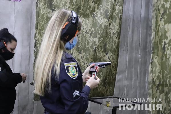 В Харькове заметили вооруженных женщин (фото)