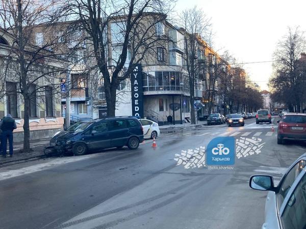 Тройное ДТП в Харькове: есть пострадавшие (фото)