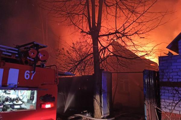 Крупный пожар под Харьковом: несколько зданий охватило огнем (фото)