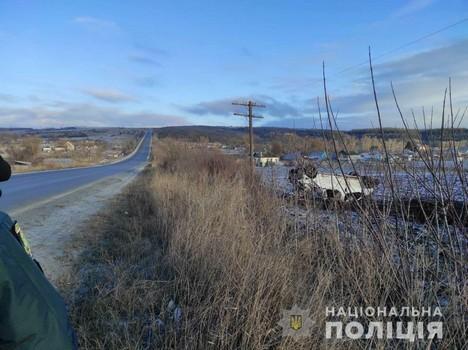 На Харьковщине перевернулся микроавтобус: количество погибших увеличилось (фото)