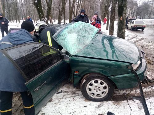 В Харькове водителя иномарки вырезали из машины гидравлическими ножницами: в чем причина  (фото)