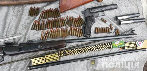 Житель Харьковщины организовал в своем доме оружейный арсенал (фото)