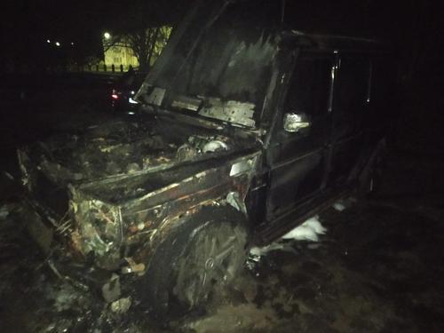 На Харьковщине возле жилого дома сгорели машины (фото)