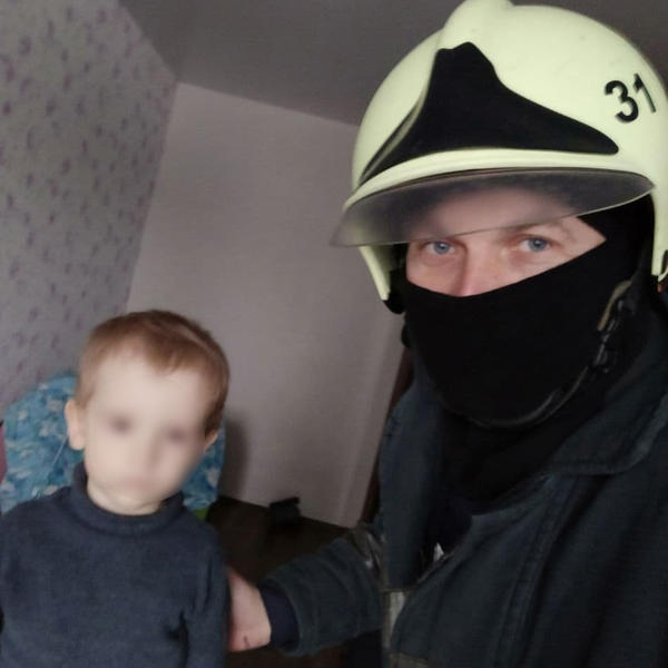 В Харькове ребенок надолго оставил маму за дверью (фото)