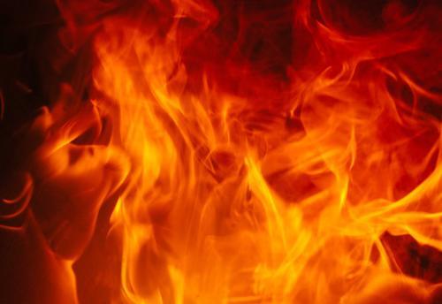 На Харьковщине мужчину нашли в огне