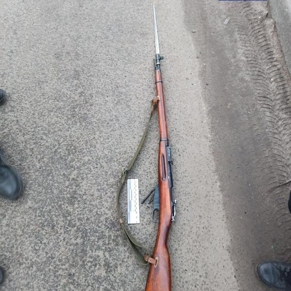 В Харькове по улице расхаживал пьяный вооруженный мужчина