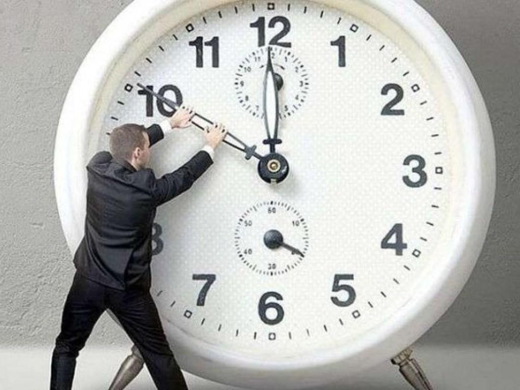 Перевод часов 2021: летнее время еще могут отменить