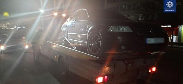 В Харькове пьяный водитель без прав разбил чужую машину и сбежал