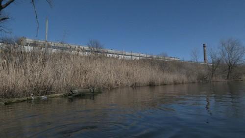 Мешок пластика можно насобирать: на Харьковщине осужденные загрязняют реку