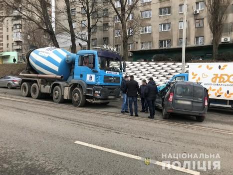 В Харькове ищут людей, которые видели как спецтранспорт угодил в аварию (фото)