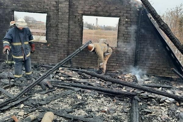 На Харьковщине частный дом сгорел дотла (фото)
