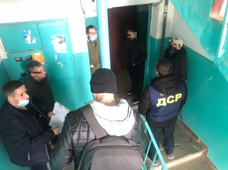 Били и требовали деньги. В Харькове мужчину похитили из собственного дома (фото)