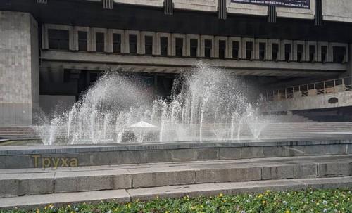 В Харькове вода пустилась в пляс (фото)