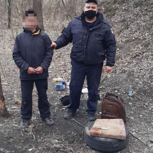 На Харьковщине мужчина оборудовал нарколабораторию посреди улицы
