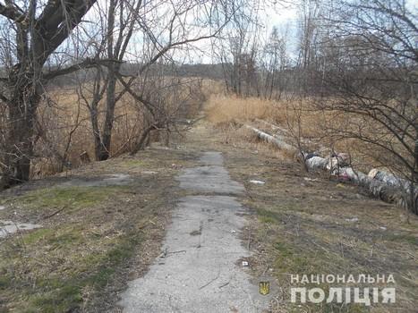 Под Харьковом возле железнодорожного переезда нашли окровавленного мужчину (фото)
