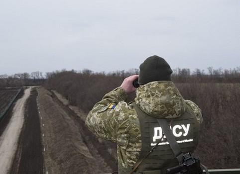 Хотел трудоустроиться. На Харьковщине остановили парня, который пешком шел в Украину (фото)