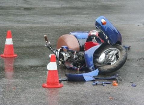 Мопед врезался в автомобиль, погиб мужчина: авария на Харьковщине