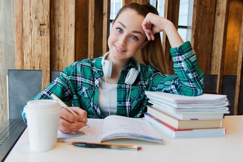 В школах опять отменили экзамены. У выпускников появился выбор