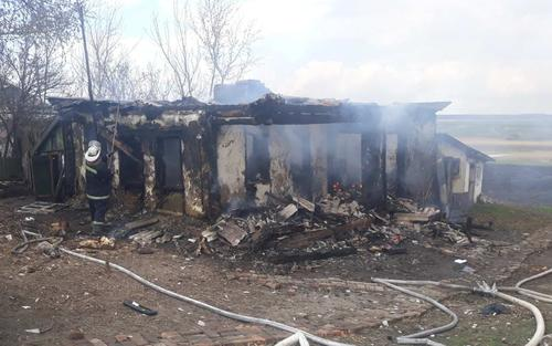 На Харьковщине дотла сгорел дом (фото)