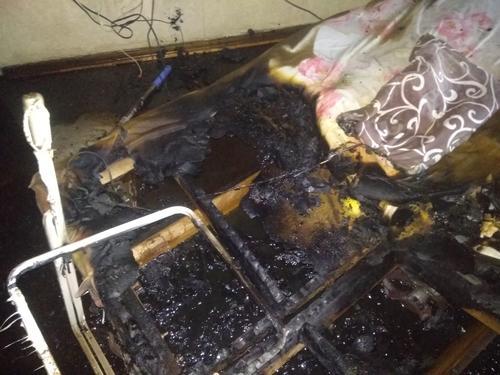 На Харьковщине по неизвестными причинам загорелся диван (фото)