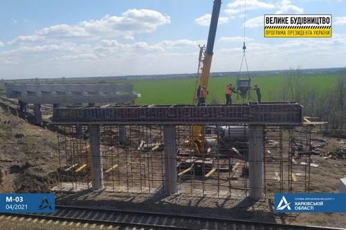 В Харьковской области возводят новый мост (фото)