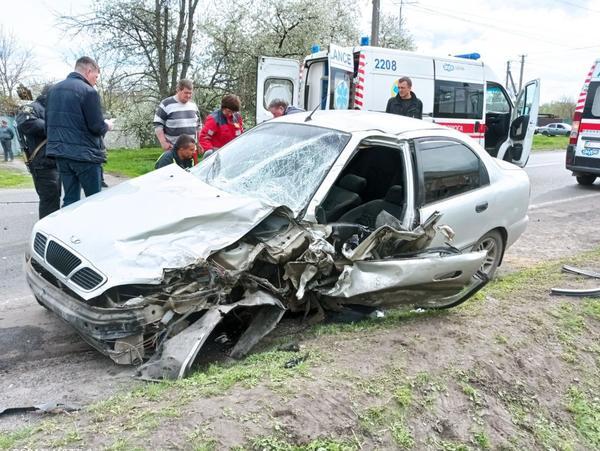 ДТП на Харьковщине: машины превратились в груду метала, ребенка увезли на скорой (фото)