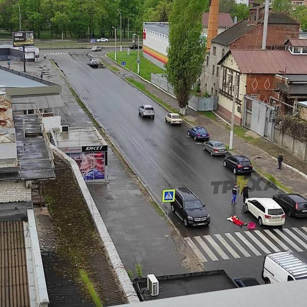 В  Харькове женщина погибла на дороге (фото, видео, дополнено)